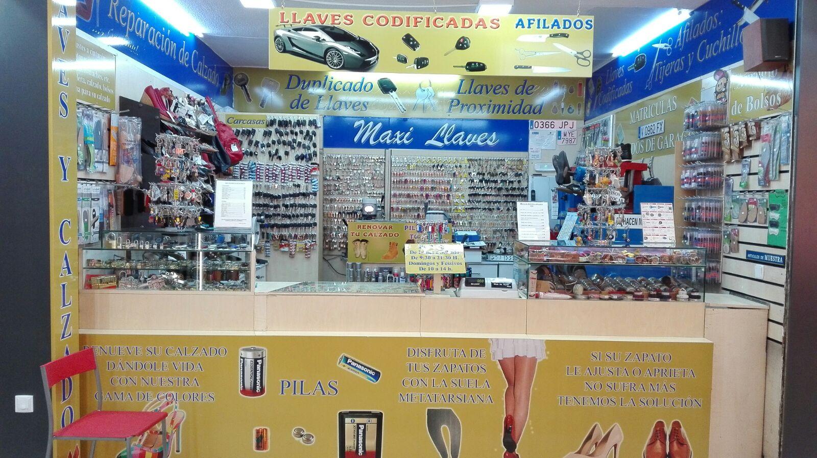 Calzado Maxi Aluche Llaves Centro Reparación De Comercial Plaza tQshrd