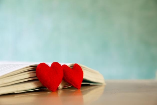Concepto dia san valentin corazon libro tarjetas felicitacion_1150 7156 1